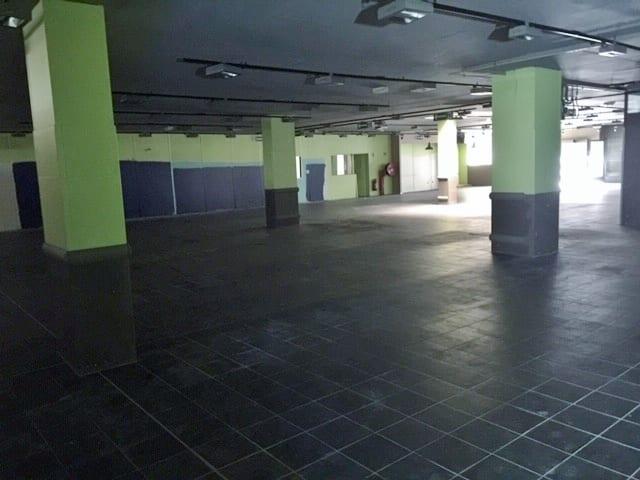 Location locaux commerciaux 2550 m² + Parking – A louer Bollène Centre
